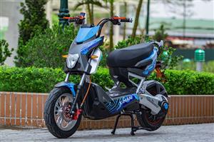Độc đáo với phong cách vượt trội của xe máy điện Xman Z82 Suzika 2016