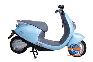 Xe máy điện PROUD màu xanh
